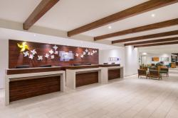 Aruba-Holiday-Inn-Front-Desk.jpg