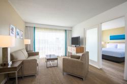 Aruba-Holiday-Inn-Junior-Suite.jpg