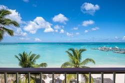 Aruba-Holiday-Inn-Ocean-Front-View-Lower-Balcony.jpg