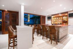 Aruba-Holiday-Inn-Palm-Bar.jpg