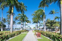 Aruba-Holiday-Inn-Courtyard-Walkway.jpg