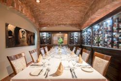 Aruba-Holiday-Inn-Da-Vinci-Ristorante-Wineroom.jpg