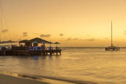 ARUBA_P350_Piets_Pier_Bar.jpg