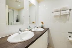 Paradera Park One Bedroom Suite - bathroom.jpg